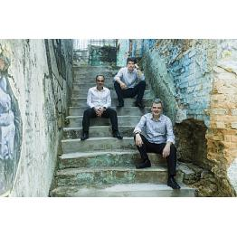 Trio Corrente convida o bandolinista Hamilton de Holanda